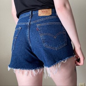 LEVIS Vintage 550 High Rise Raw Hem Cutoff Shorts